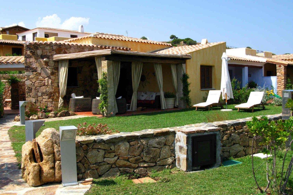 Case Sardegna vendita fronte mare a 90 metri dall'acqua