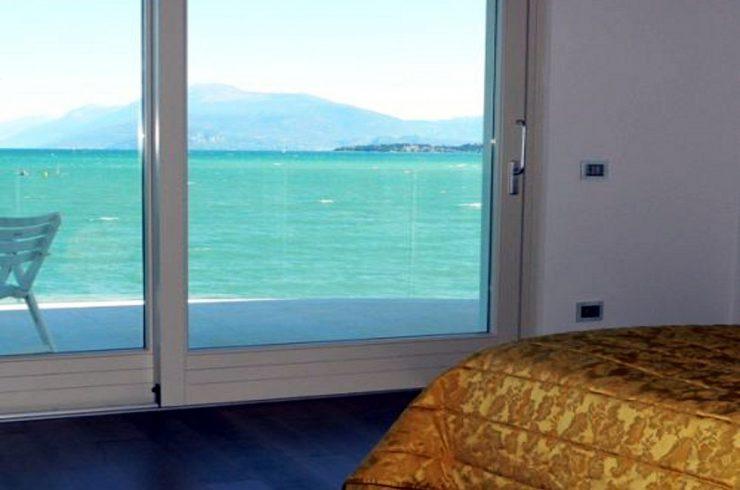 Desenzano villa fronte lago finemente restaurata
