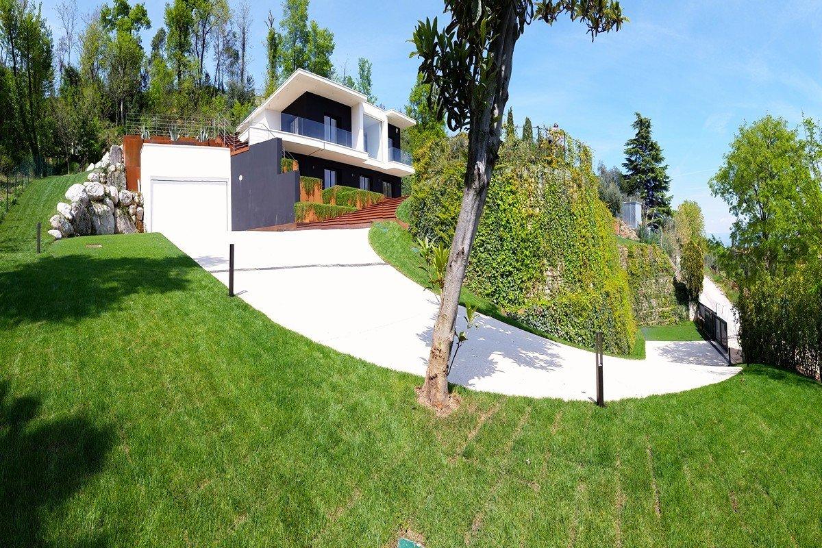 Villa Padenghe vista lago con piscina in vendita