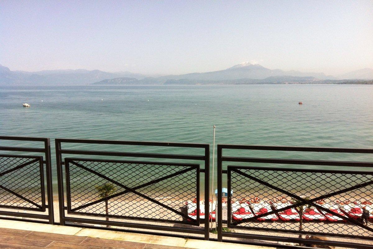 Casa fronte lago Peschiera del Garda sulla spiaggia