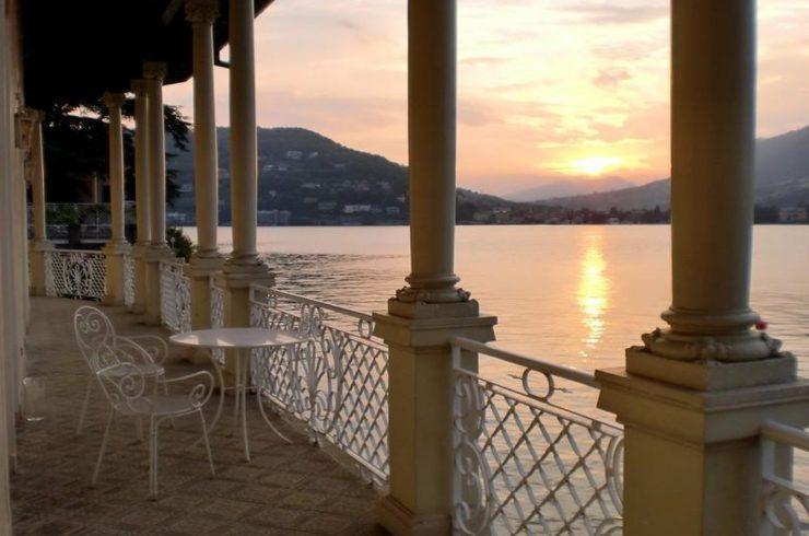 Lago Como villa storica vendita a lago con darsena e pontile