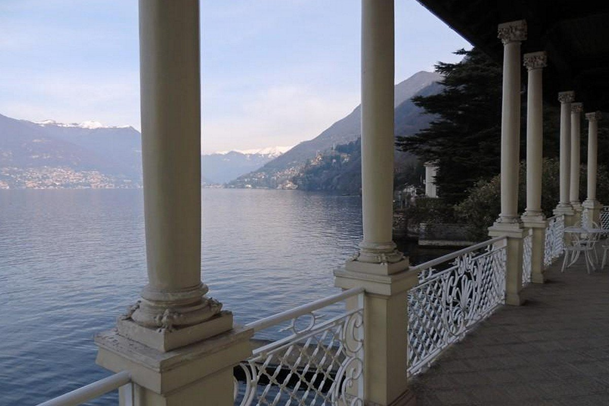 Lago Como villa storica vendita a lago