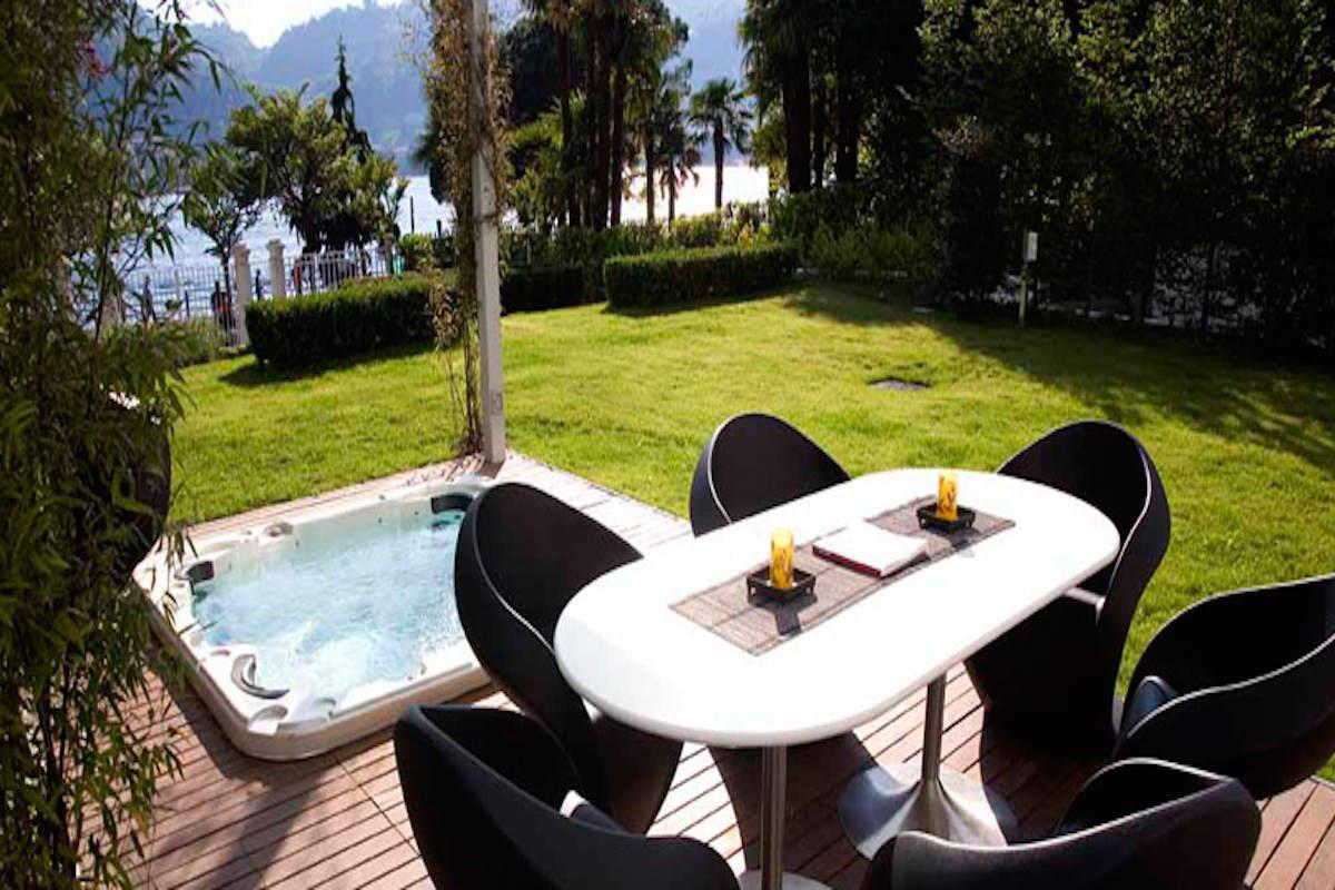 Appartamento Lago di Como fronte lago in palazzo storico