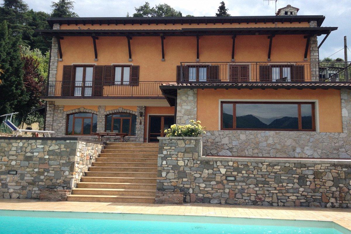Villa Lago di Garda affitto fronte lago, piscina, spiaggia, pontile privato