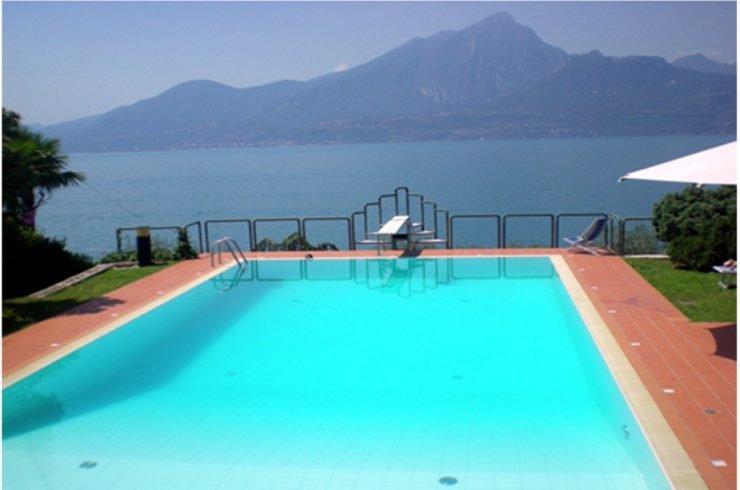Villa Torri del Benaco vista lago in vendita