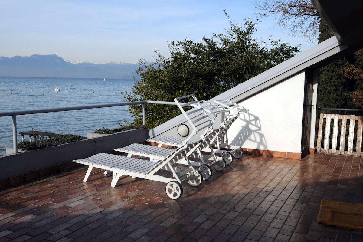 Villa fronte lago con pontile privato al Lago di Garda