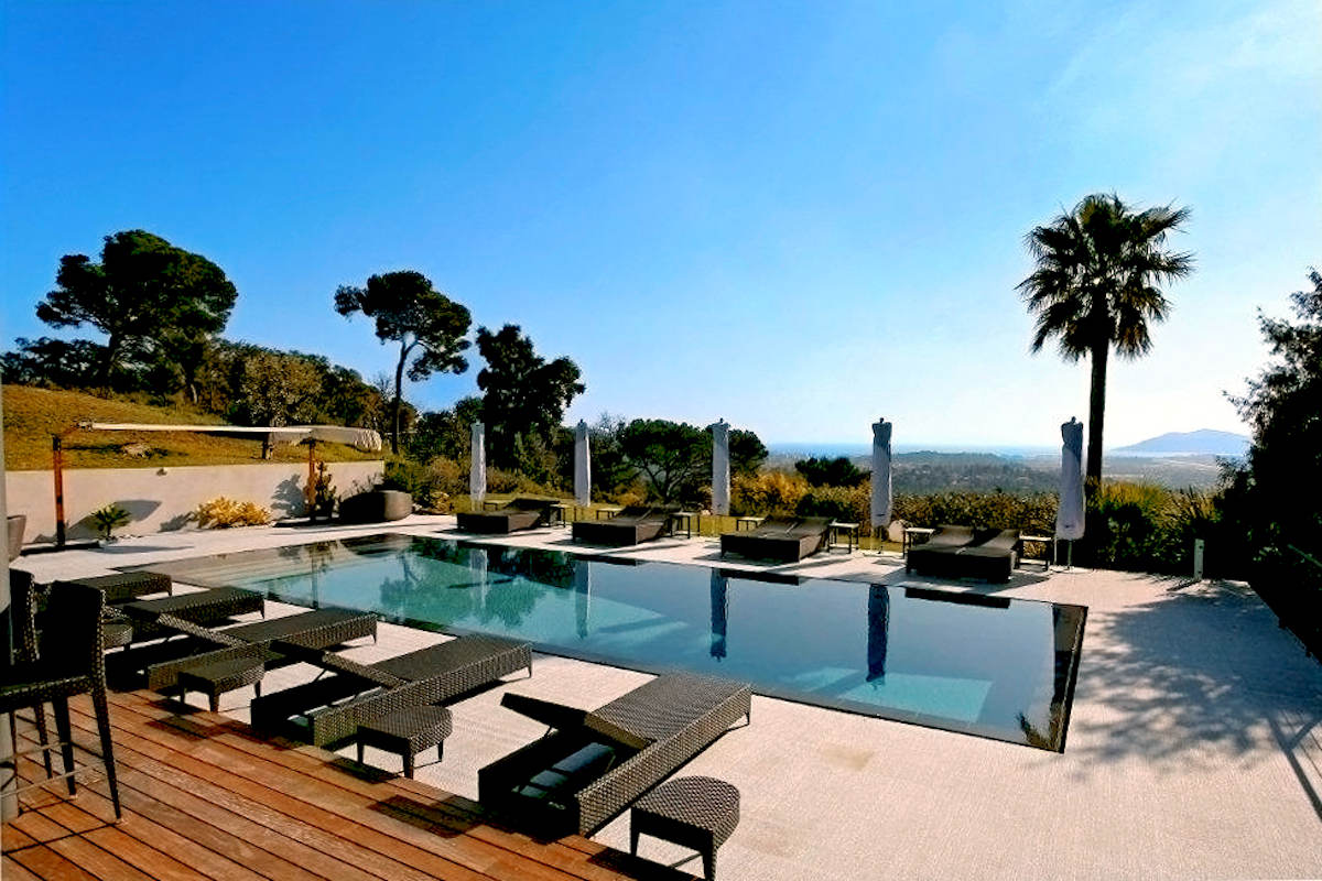 Villa Cannes vendita dal design moderno vista mare