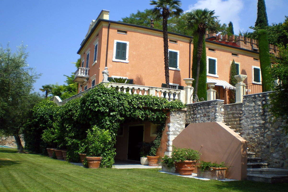 Historic villa Lake Garda sale with stunning lake view