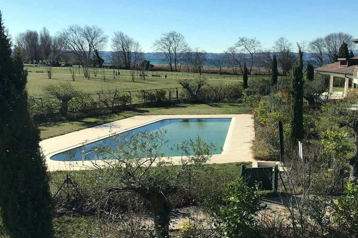 Ville Sirmione fronte lago in resort di lusso