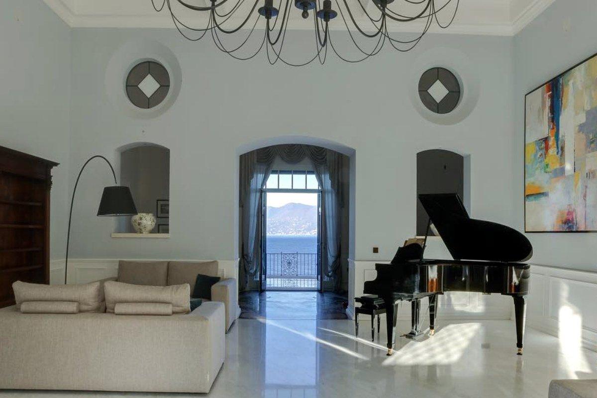 Villa lusso Lago Garda in affitto fronte lago