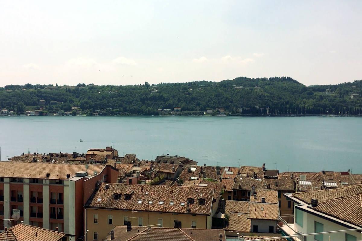 Appartamento Salò Lago di Garda piscina infinity riscaldata