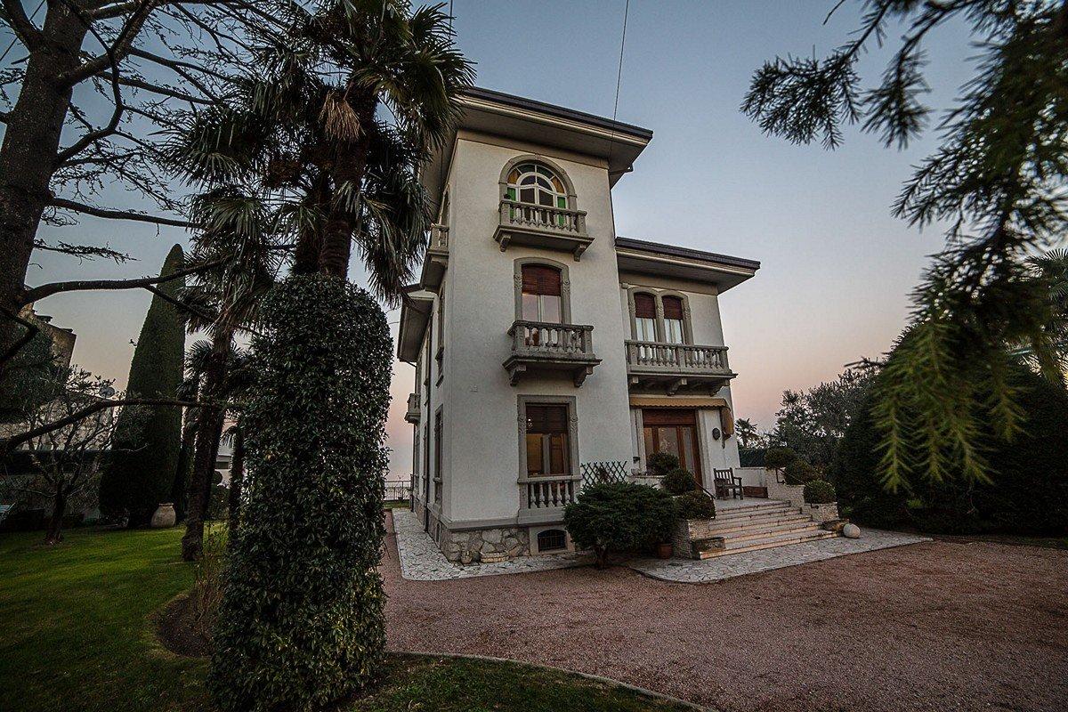 Villa Liberty Desenzano vendita fronte lago