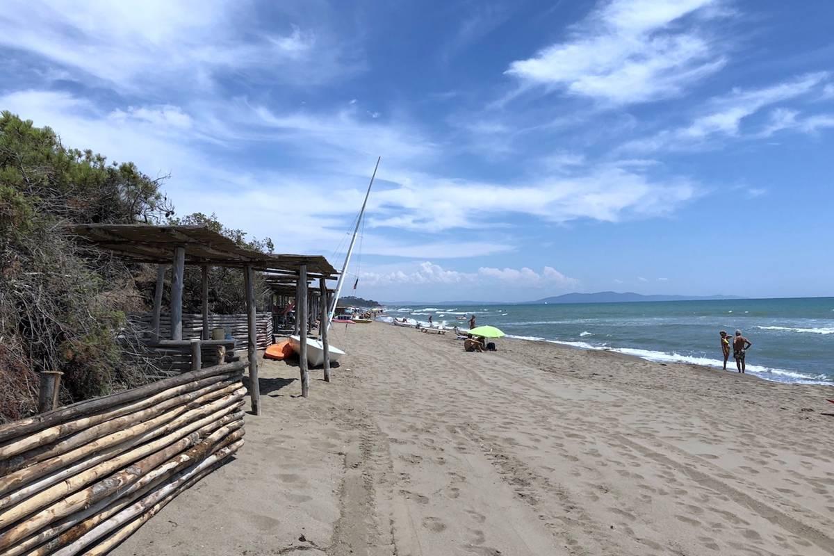 Casa in vendita Roccamare a 250 metri dalla spiaggia