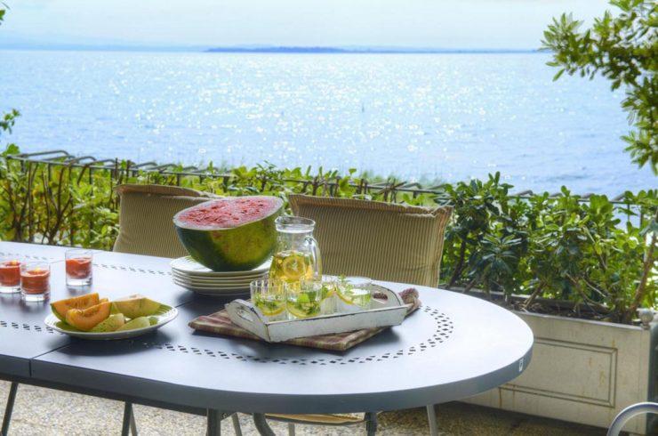 Villa fronte lago Padenghe sul Garda