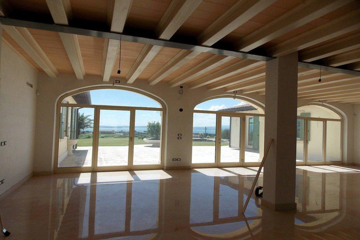 Villa a Bardolino vendita con splendida vista lago