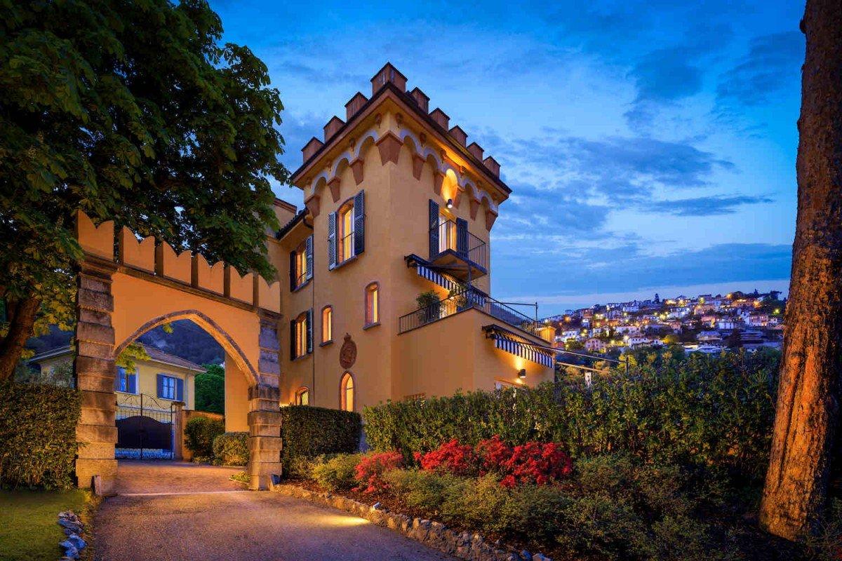 Villa Storica Lago di Como in affitto costruita nel 1860