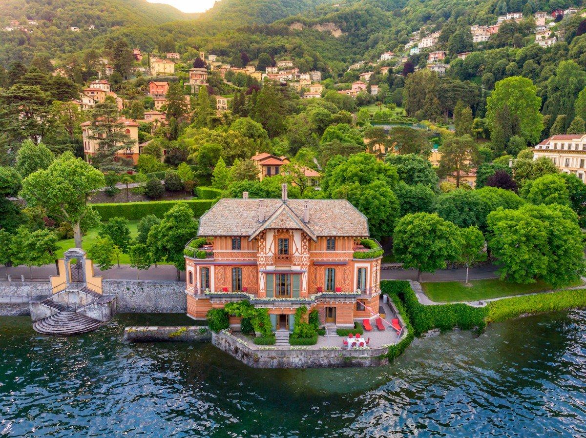 Villa fronte Lago di Como in affitto con vista mozzafiato