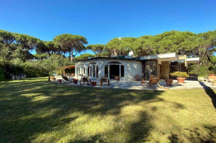 Villa Roccamare con piscina in vendita